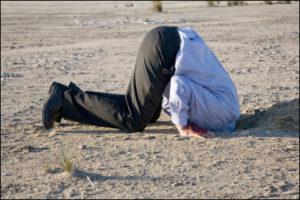 testa nella sabbia