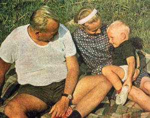53 wojtyla-in-shorts